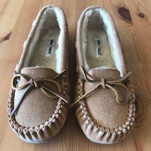 Kids Minnetonka fur lines moccasin slipper, 4